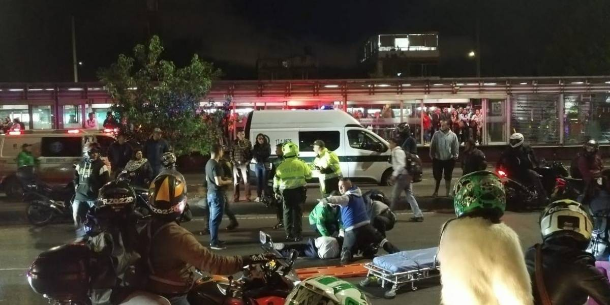 ¡ATENCIÓN! Dos peatones fueron arrollados cuando intentaban colarse en estación de TransMilenio