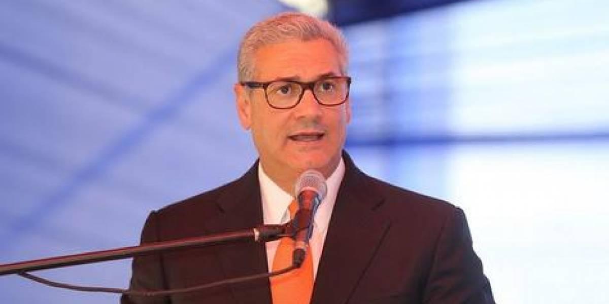 Castillo renuncia a MOPC y es candidato para 2020
