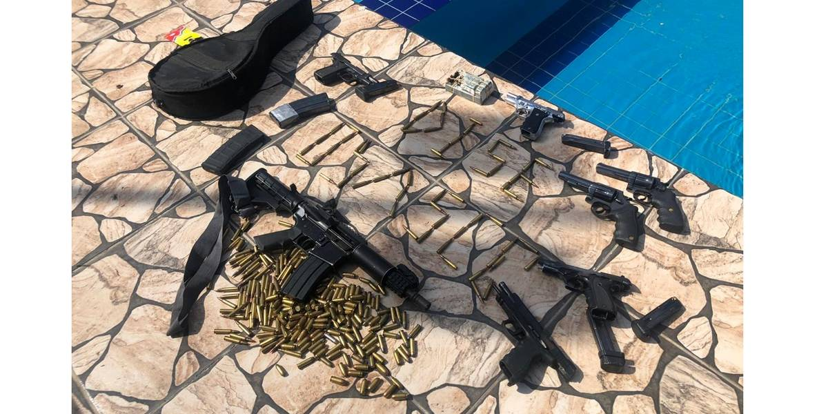 Polícia apreende cocaína, fuzil, revólveres e munição em São Roque