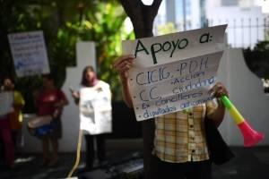 manifestación en hotel de zona 10 donde se realiza sesión del Congreso