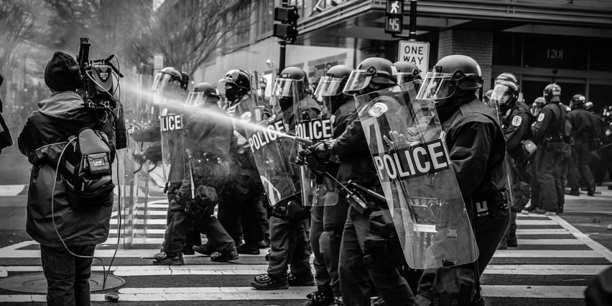 Mundo: Manifestantes son reprimidos por la policía en Hong Kong