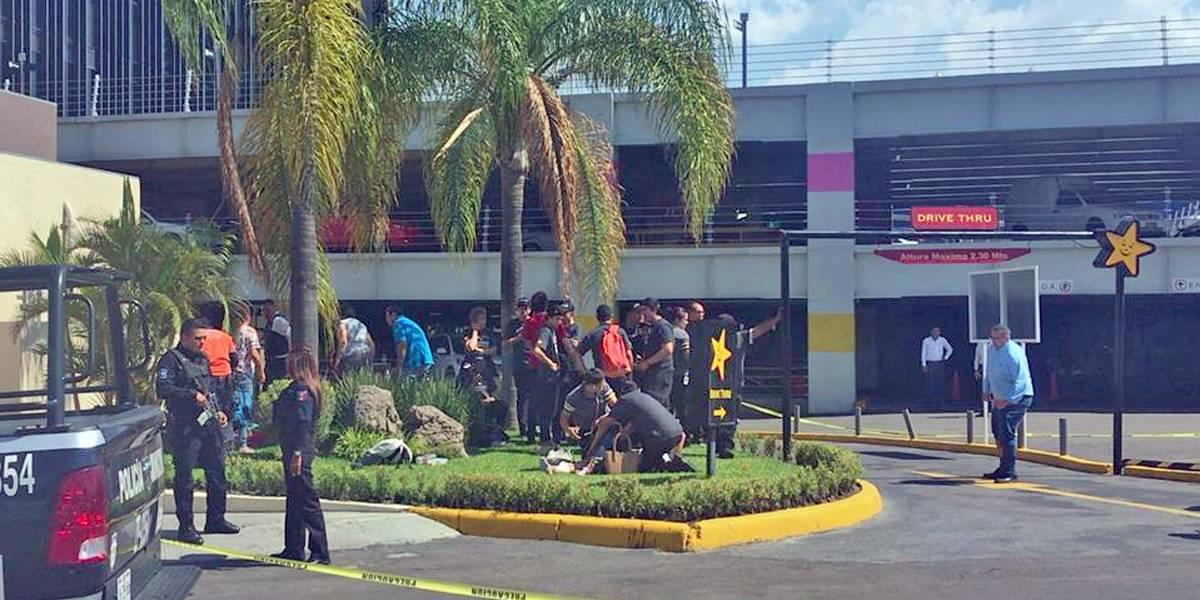 Balacera en centro comercial de Zapopan, confirman dos muertos y seis heridos