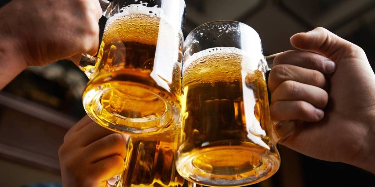 """A un paso de estrenarse en Chile: llega el """"Netflix de la cerveza"""", la app que permite tomar un schop al día en diferentes bares pagando $2.490 al mes"""