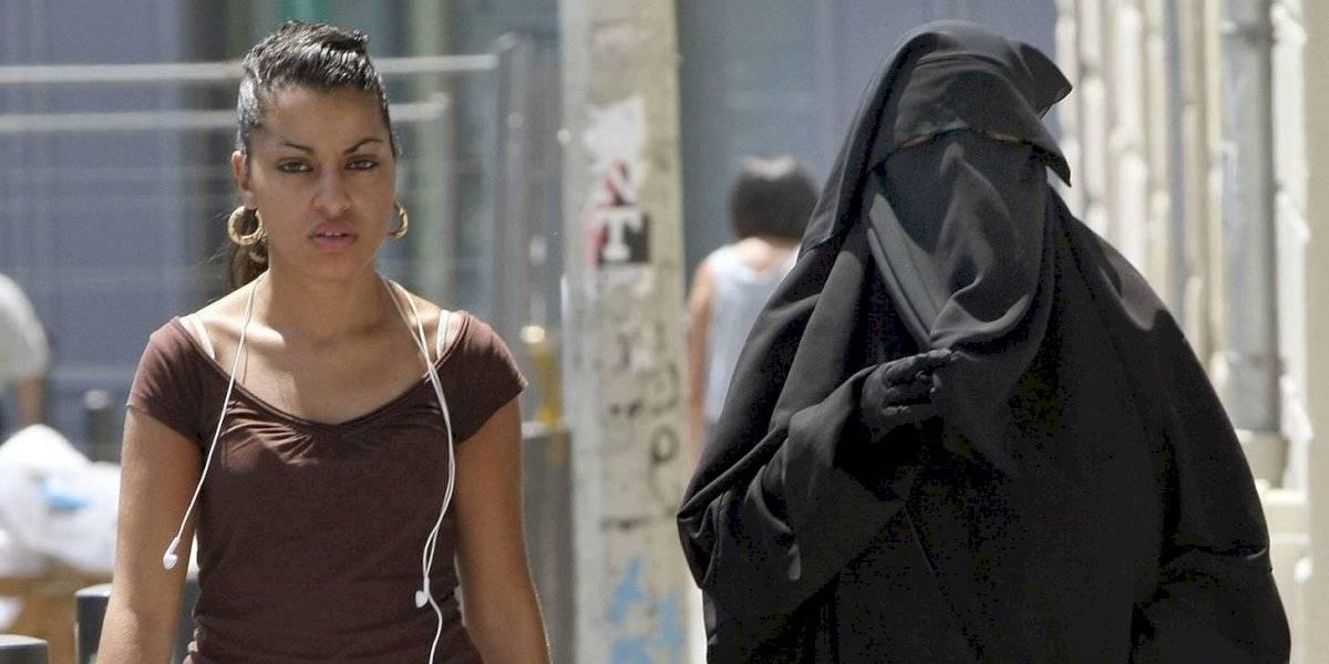 Holanda multará a las mujeres que usen burka en espacios públicos