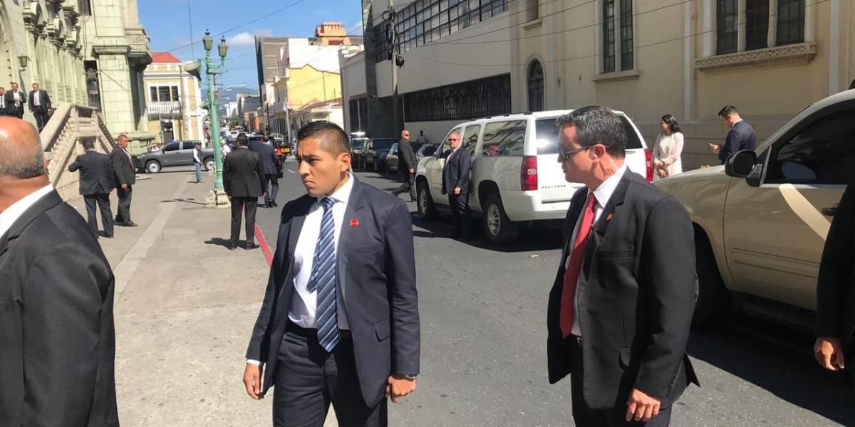 Cierran calles de la zona 1 por reunión entre Morales y McAleenan