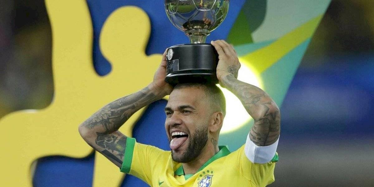 Dani Alves regresa a Brasil para jugar con el Sao Paulo