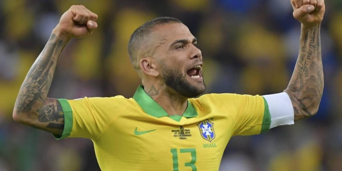 VIDEO. Dani Alves es fichado por un equipo histórico de Brasil