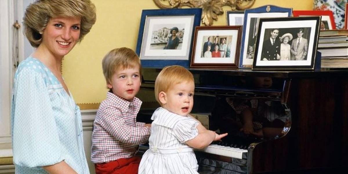 """El príncipe William piensa que Diana hubiera sido una """"abuela de pesadilla"""""""
