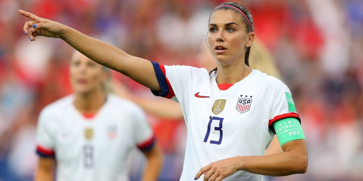 Revista revela video de Alex Morgan en traje de baño
