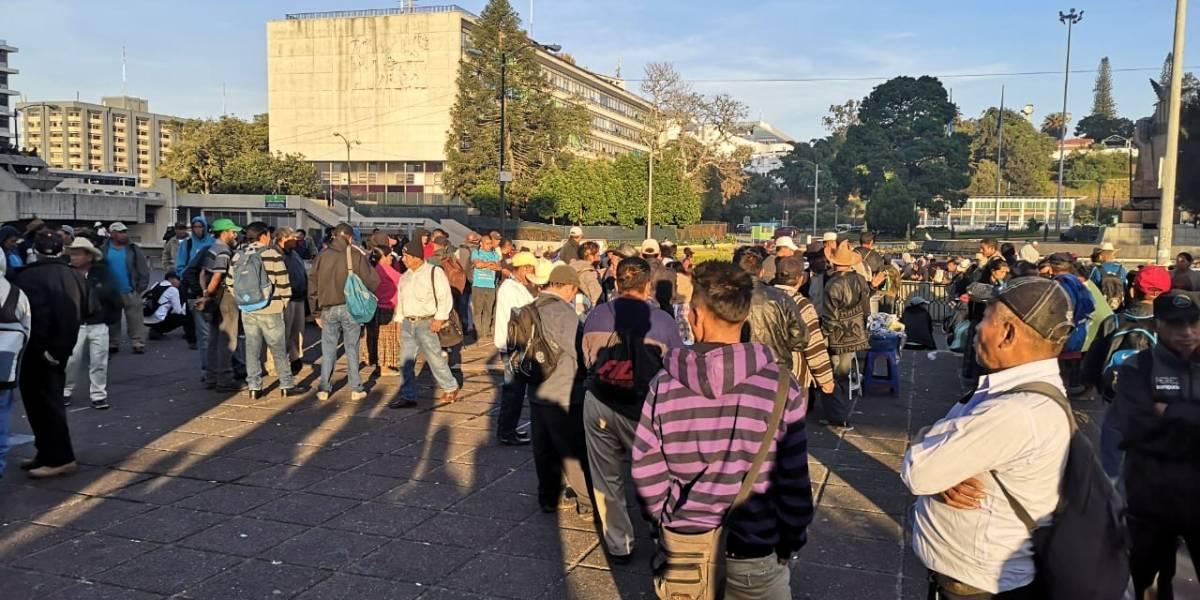 Manifestantes pernoctan frente a sede de CSJ para pedir repetición de elecciones