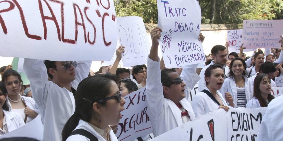 Pasantes de medicina llegan a acuerdo con Secretaría de Salud