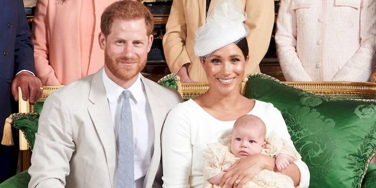 Manta que cubrió a Archie genera gran polémica en la familia real