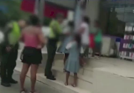 Ya no solo es en Bucaramanga: en Cartagena descubrieron a mujer mendigando con niños alquilados