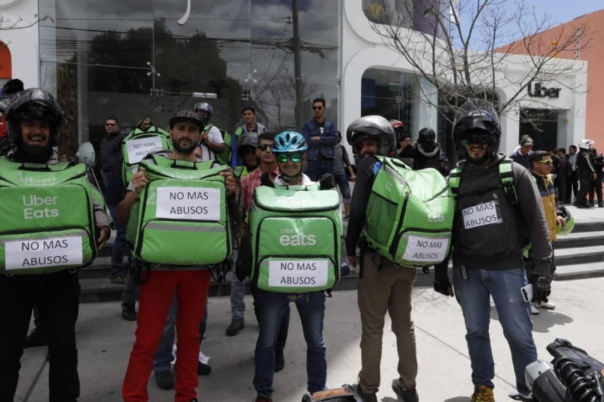Quito: Repartidores de Uber Eats rechazan la reducción en el pago de