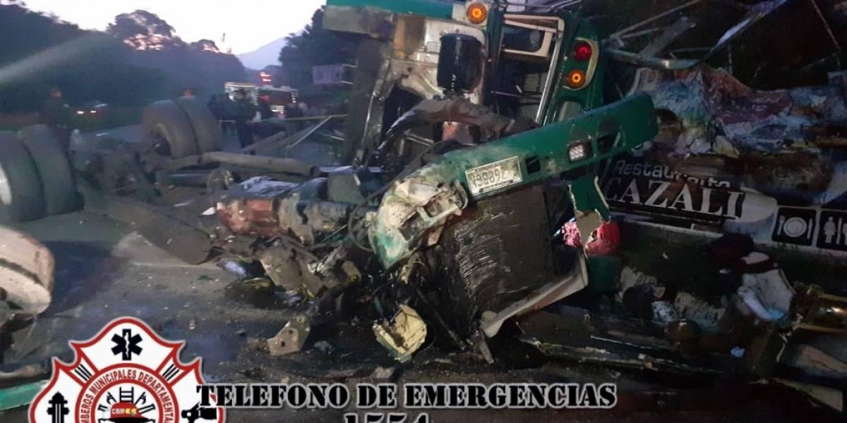 Tres muertos por accidente de bus en ruta al Pacífico