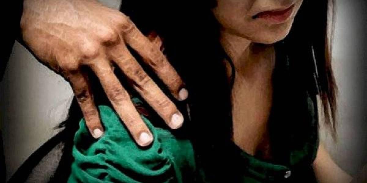 ¡Indignante! Dos hombres celebran luego de violar a una joven