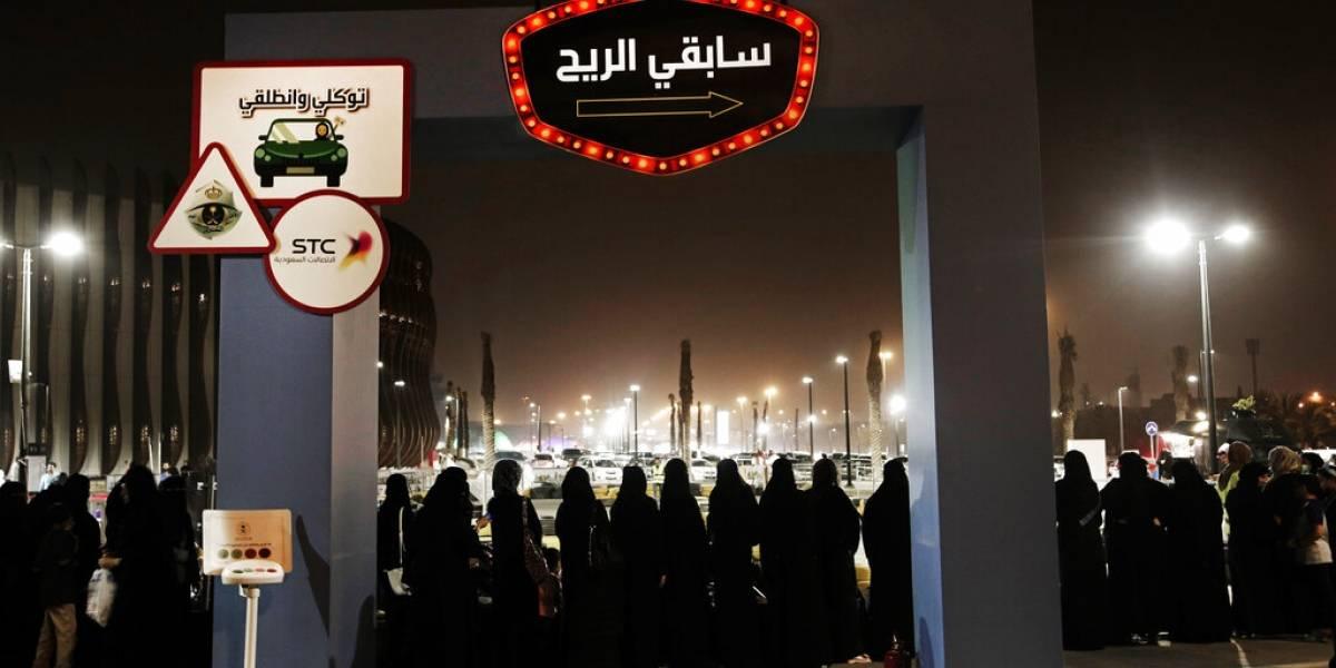 Arabia Saudita cambia sus leyes y permitirá que mujeres viajen al extranjero sin permiso de un hombre