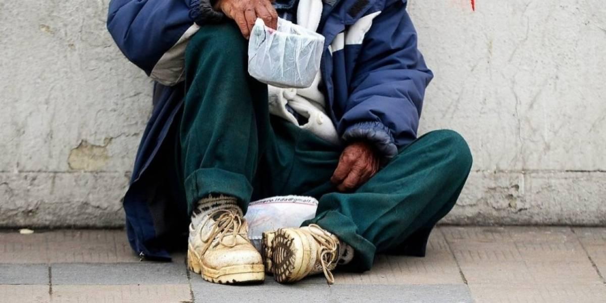 """Tendrán que llenar una solicitud y lo podrán """"hacer online"""": mendigos de ciudad sueca deberán pagar impuestos para pedir limosna"""