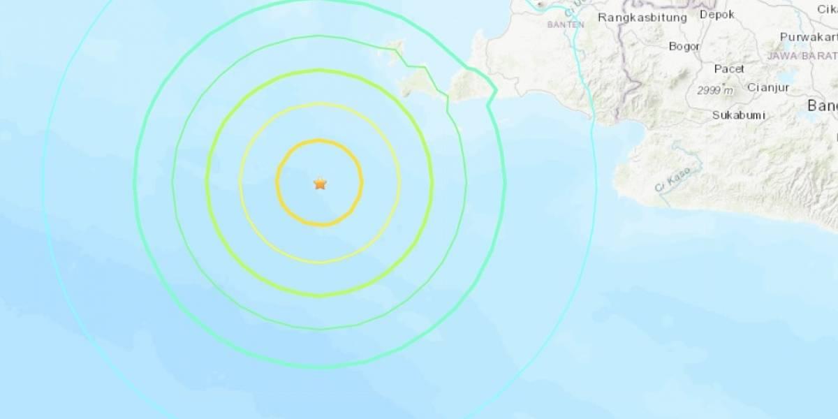 Terremoto de 6,8 remece a Indonesia: cancelan alerta de tsunami en la zona