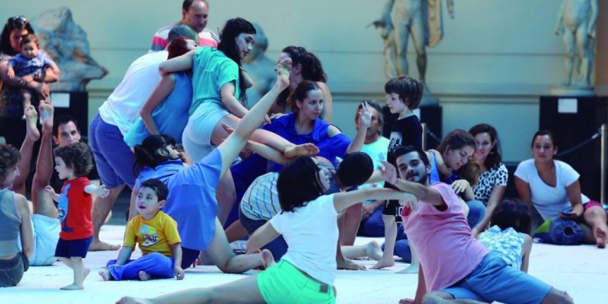 Ojo con el arte en el Metro: con danzas en estaciones de Quinta Normal y Mapocho celebran centenario de Nemesio Antúnez