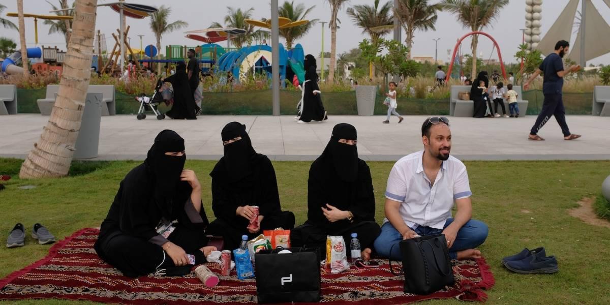 Mujeres sauditas ya no necesitan permiso masculino para tramitar pasaporte