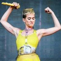 """Katy Perry lanza fuegos artificiales durante su electrizante """"Celebrating America"""""""