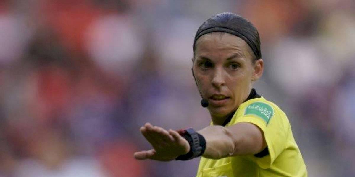 ¡Histórico! Mujer arbitrará una final de futbol masculino en Europa