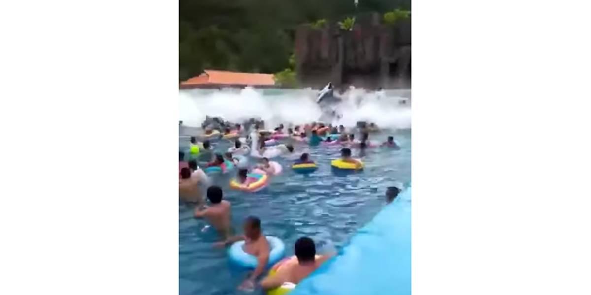 Banhistas são arrastados por 'tsunami' em piscina de ondas na China