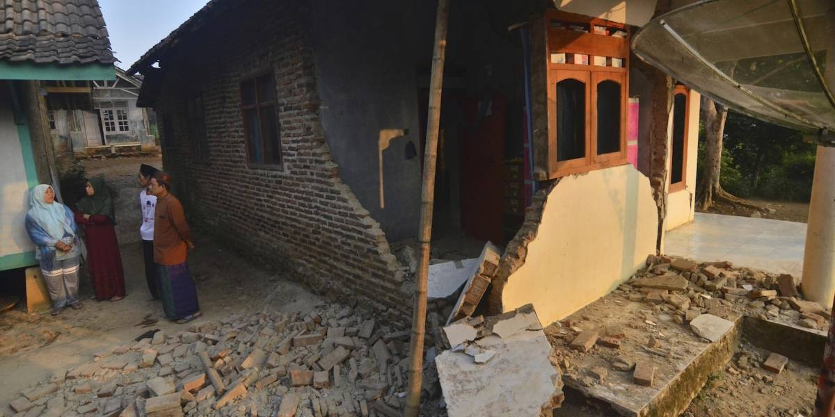 Al menos 4 muertos y más de mil desplazados por terremoto en Indonesia