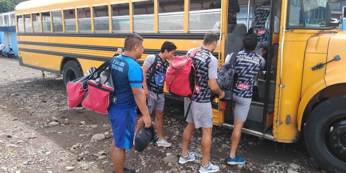 Aficionados debaten por el transporte utilizado por Santa Lucía Cotzumalguapa