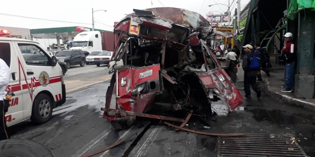 GALERÍA. Accidente de bus en el mercado La Parroquia