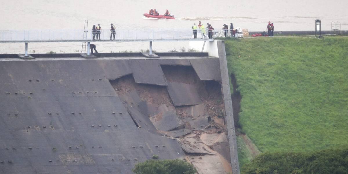 Sólo 70 segundos para escapar: lluvias torrenciales aumentan amenaza de represa a punto de estallar en Reino Unido