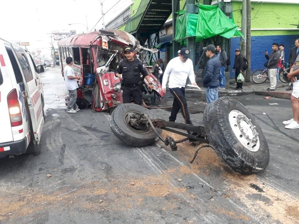 El accidente de bus ocurrió en el mercado La Parroquia.