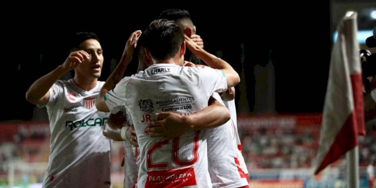 Juan Delgado y otros conocidos: Necaxa logró apabullante goleada sobre Veracruz con marcado sabor chileno