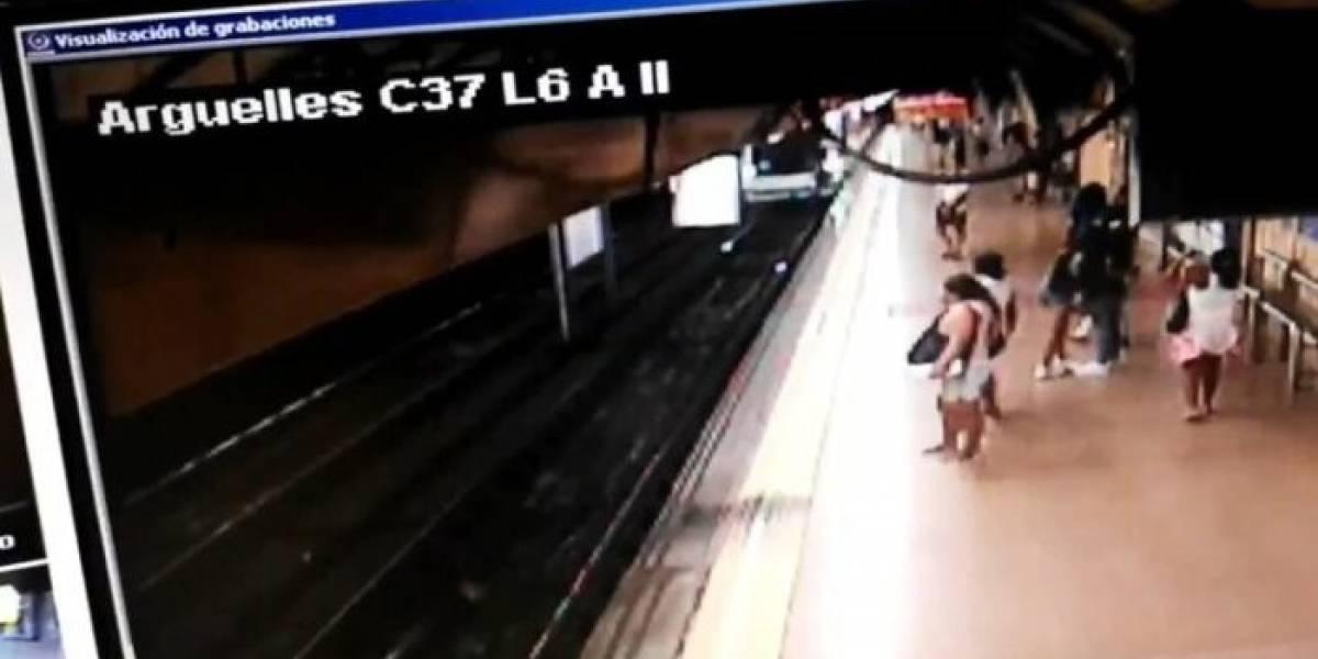 Con una patada lanzó a un hombre a los rieles del metro de Madrid [Video]
