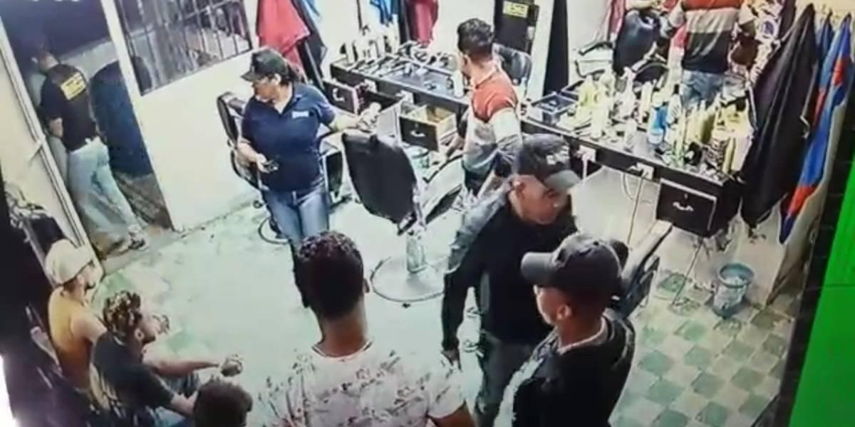 Suspenden dotación de Policía en Montecristi por colocar drogas en peluquería