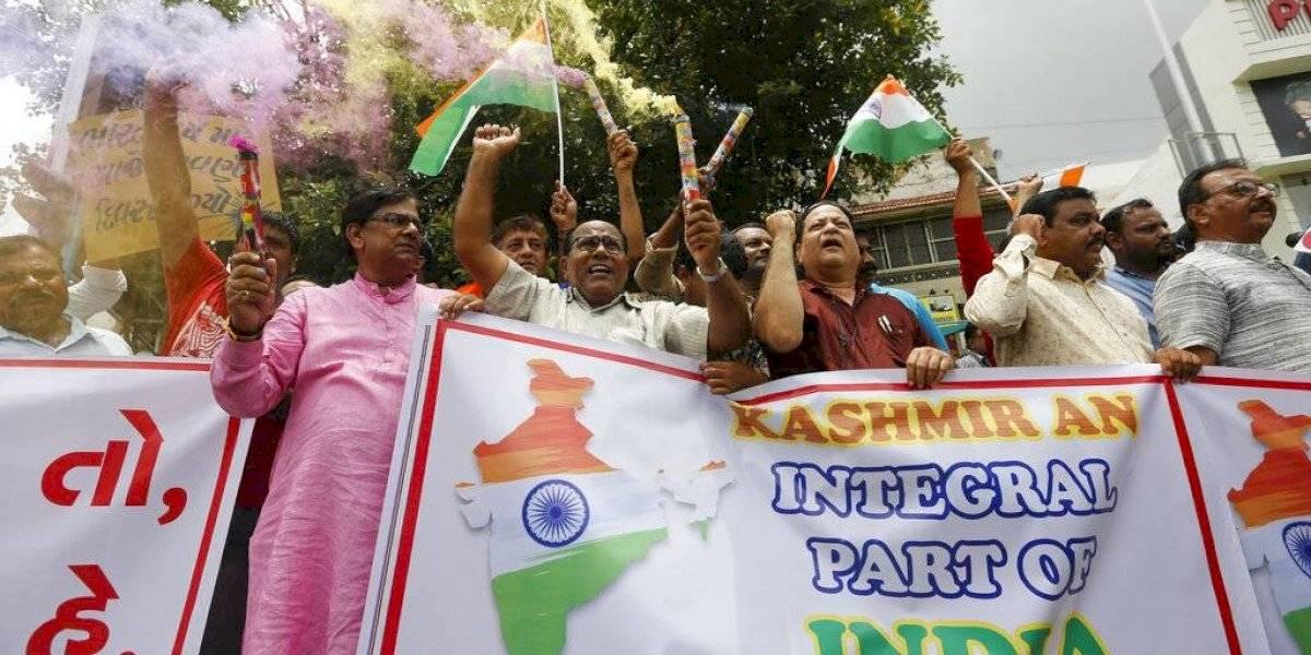 India aprueba revocar autonomía de Cachemira