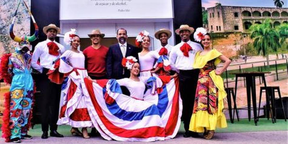 """Jóvenes crean """"Ballet Folklórico Dominicano"""" en Europa"""