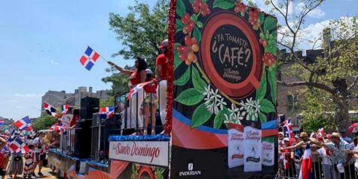 """Carroza de Café Santo Domingo en la """"Gran Parada Dominicana del Bronx"""""""