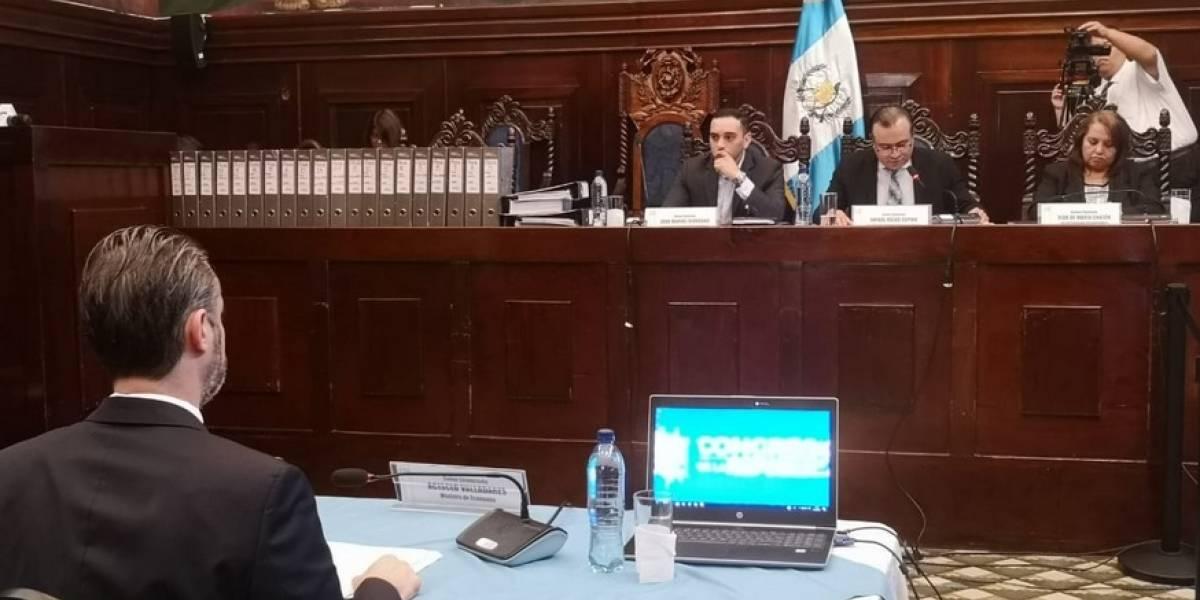 Ministro de Economía, Acisclo Valladares, se defiende ante pesquisidora
