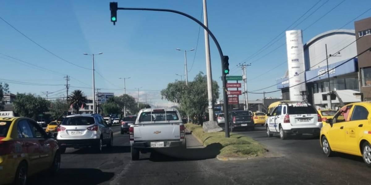 Semáforos en Quito funcionarán con planes horarios para mejorar el tránsito