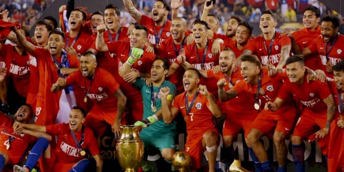 Arturo Vidal y Claudio Bravo al mando: La lista de los futbolistas chilenos con más títulos de la historia