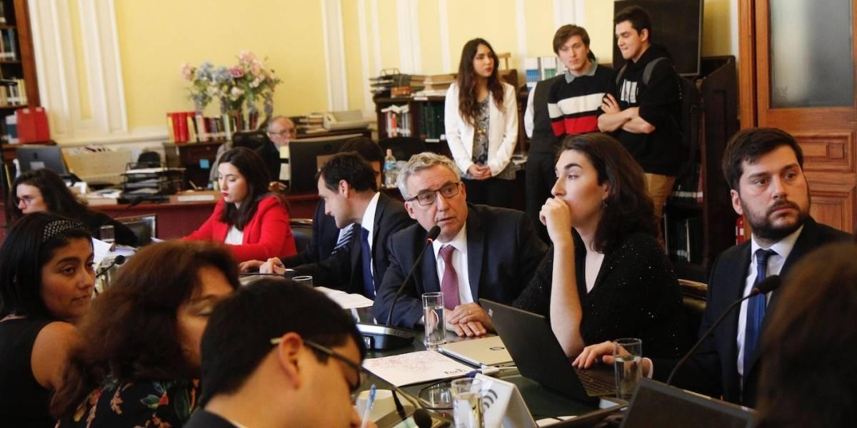 Universidad de Chile es un espacio plural: Rector Vivaldi llama a la reflexión por violencia de encapuchados
