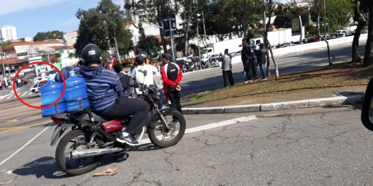 Avenida Salim Farah Maluf é bloqueada para pouso de helicóptero de resgate após acidente