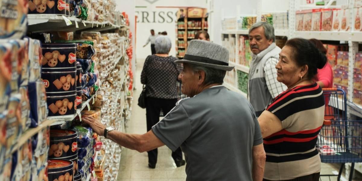 Mexicanos desconfían de la economía y restringen vacaciones, ahorro y compras