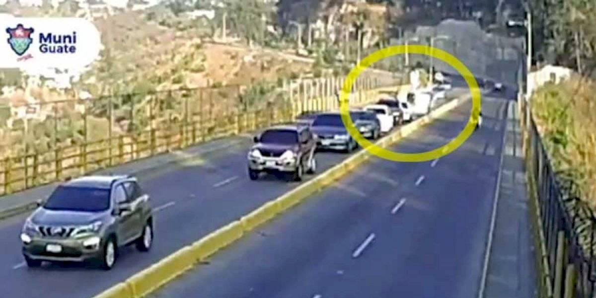 VIDEO. Conductor de picop pierde el control y choca en el puente La Asunción