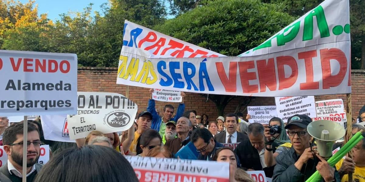 Cientos de bogotanos protestaron contra el nuevo POT de Bogotá