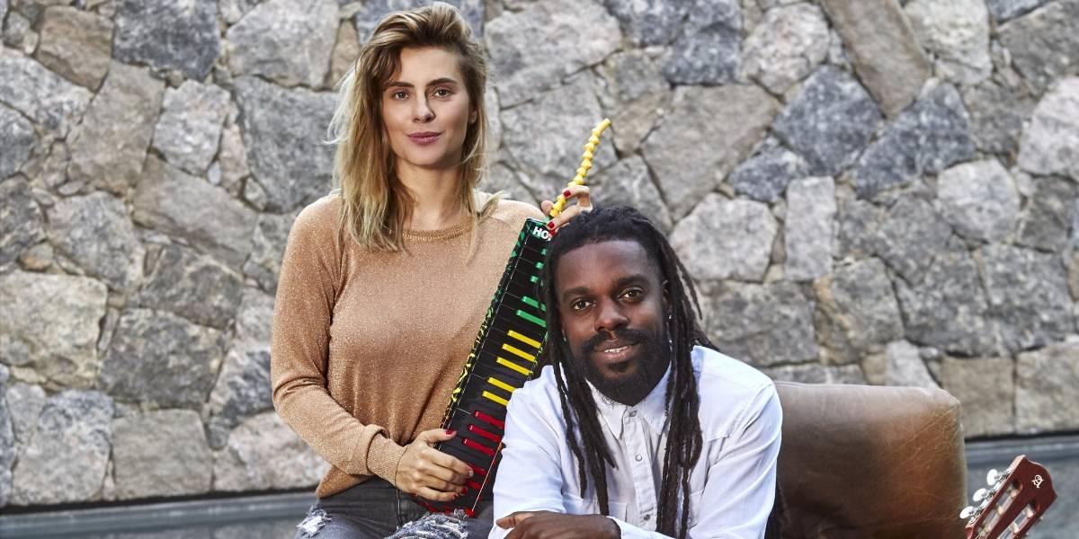 'Karolkê': Carolina Dieckmann se joga em novo projeto interpretando sucessos em karaokês do país