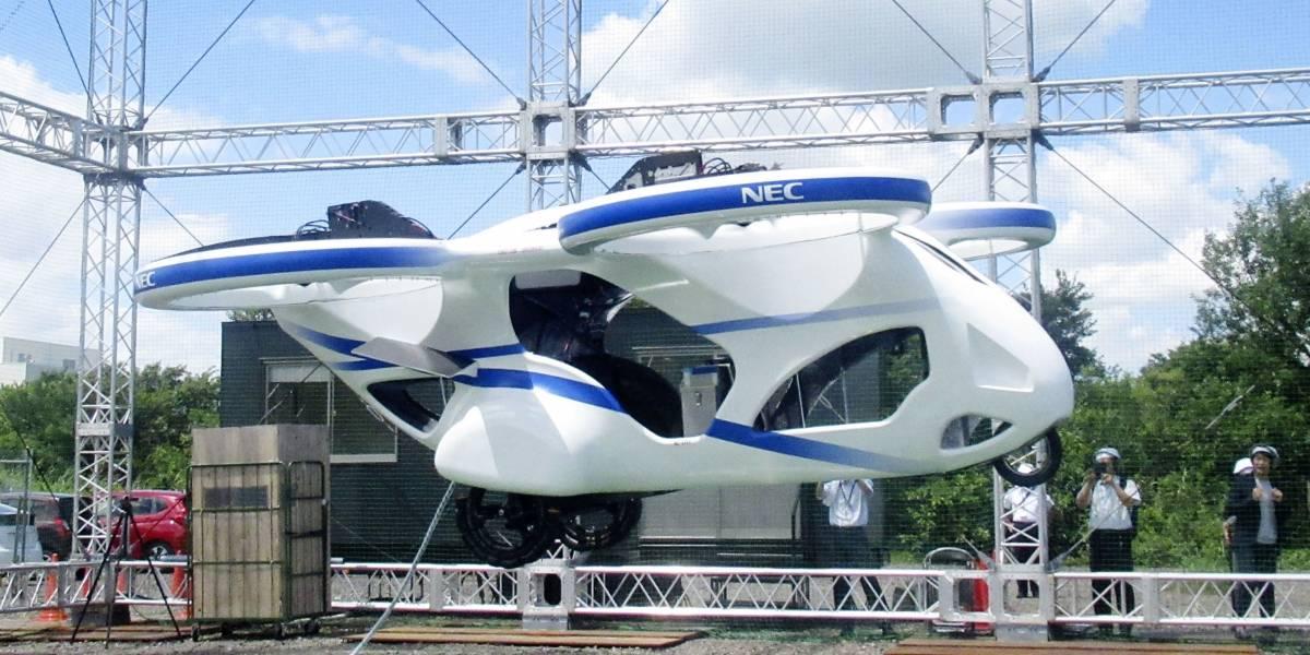 Em teste no Japão, carro voador levita no ar por quase um minuto