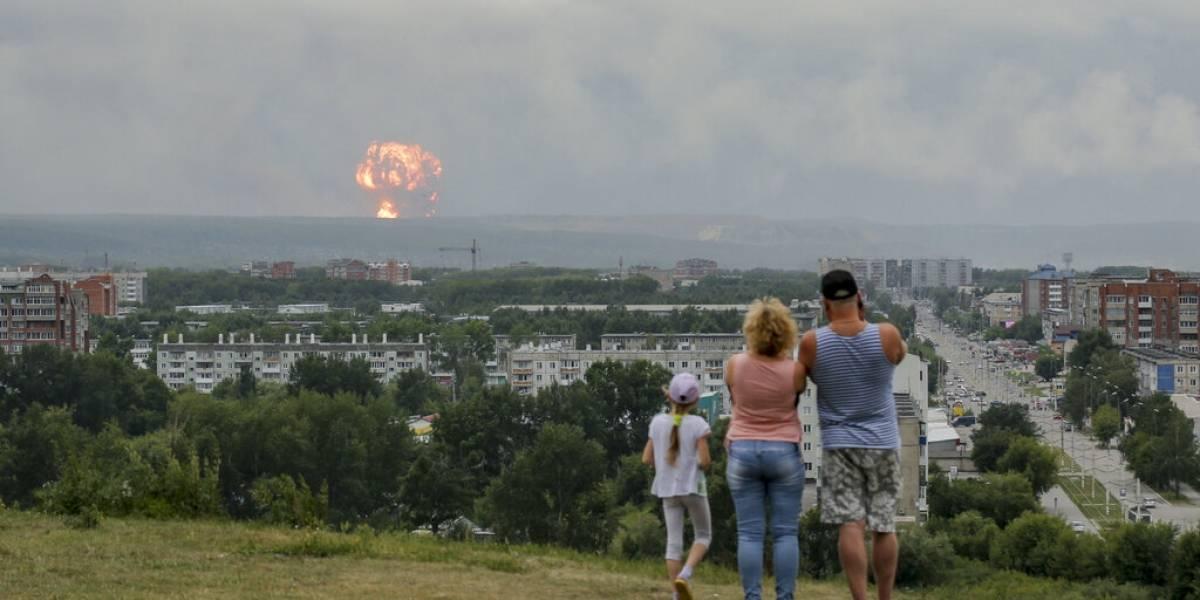 Explosión en depósito militar deja doce heridos y un desaparecido en Rusia: debieron evacuar más de 16 mil personas en ciudad de Siberia
